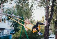 óvodai udvari játékok, gyerek és hinta