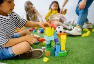 gyerekek és építőkocka