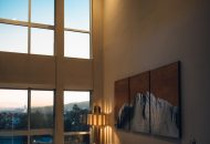 műanyag ablak és fali kép
